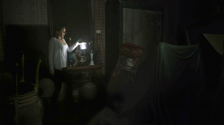 Elizabeth Olsen Speaks Up on 'Silent House' – 3 Photos