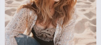 Rita Wilson Tunes Up for 'AM/FM' CD – 2 Photos