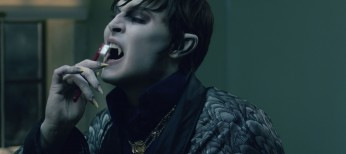 Johnny Depp Sinks Teeth Into 'Dark Shadows' Role