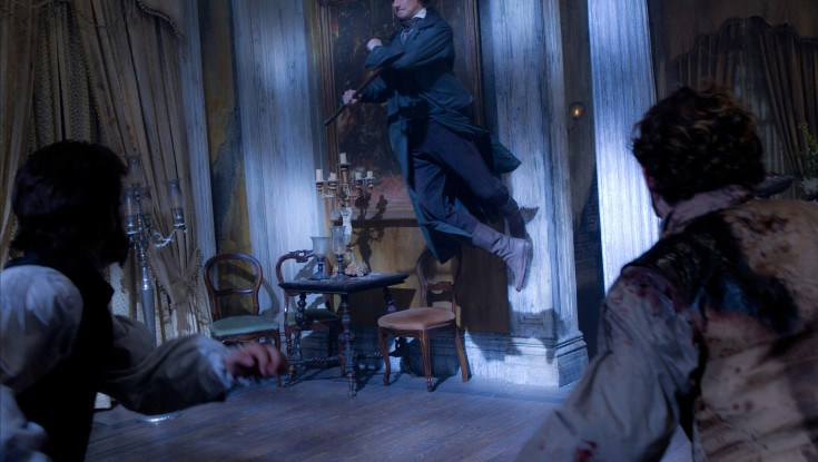 Vampire Hunter Lincoln Gives Undead the Ax – 3 Photos