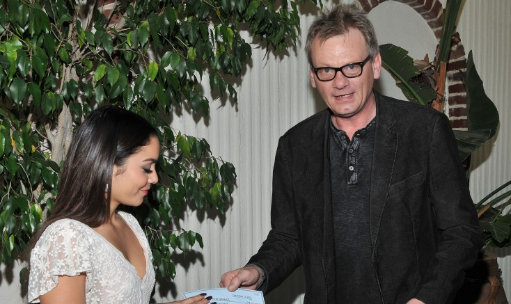Vanessa Hudgens Accepts $100k Check From the Golden Globes For Typhoon Haiyan Victims – 4 Photos