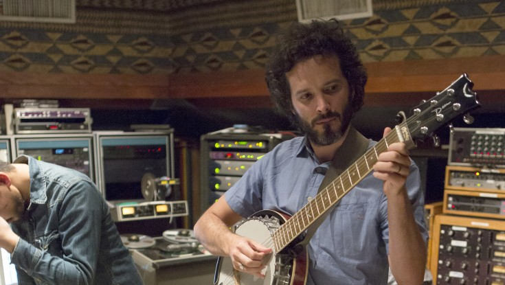 Bret McKenzie Scribbles New Tunes for Kermit & Co. – 4 Photos