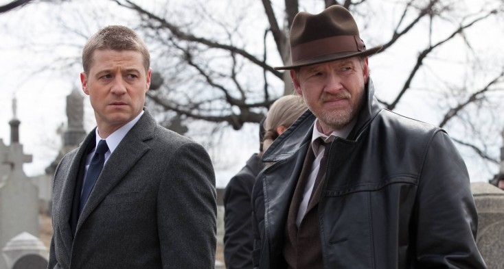McKenzie Investigates Another Crimefighting Character in 'Gotham' – 4 Photos