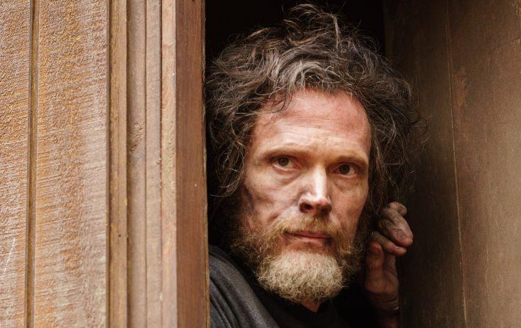 Versatile Paul Bettany Has Explosive Role in 'Manhunt: Unabomber'